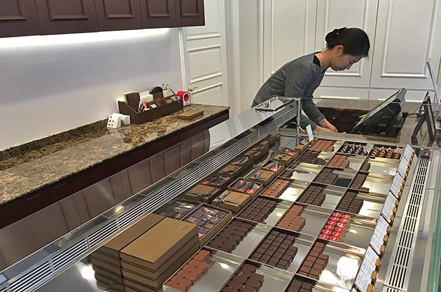 Piaf Artisan Chocolatier counter